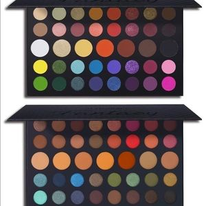 Set of two eyeshadow pallets